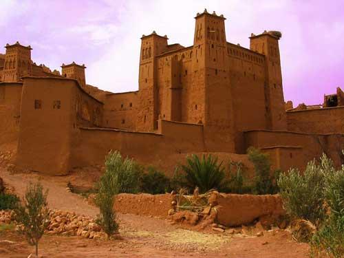 Maison en terre cuite maroc ventana blog - Maison plain pied deco orientale palm springs ...